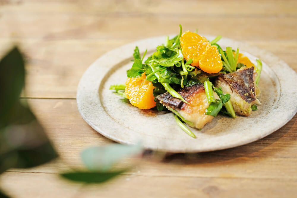 冬も旬な鰆とみかん、芹のサラダ