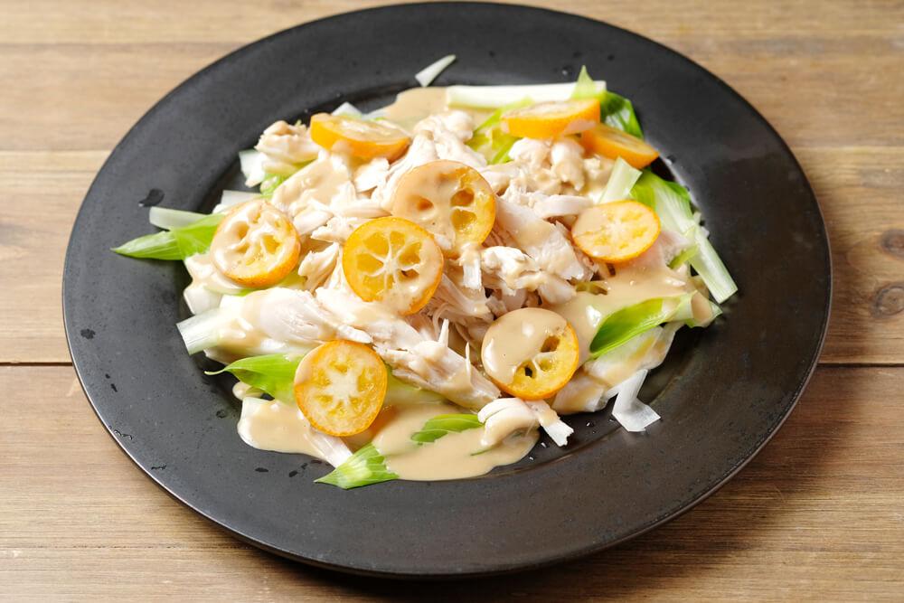 山菜のうるいと蒸し鶏と金柑のサラダ